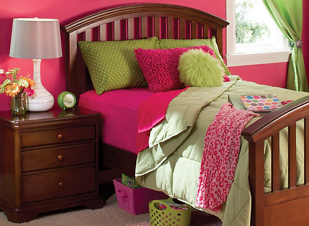 Charming What Little Girl Wouldnu0027t Love This Pink And Lime Green Bedroom? Sticking  With The Middle Tiers Of The Color Wheel, This Complementary Room Looks  Like A ...