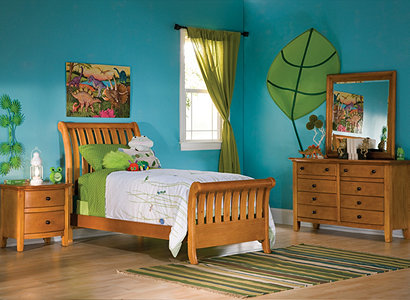 ... Great With Those Gutsy Colors Kids Love. Ocean Blue Walls Will Nicely  Complement The Woodu0027s Golden Tone And Apple Green Makes A Perfect Accent  Color.